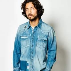 デニムシャツをおしゃれにかっこよく着こなすには?おしゃれメンズから学ぶ「デニムシャツのコーデ術」