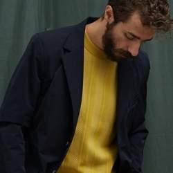秋冬のスーツスタイルは「セーター」を取り入れる! スーツとセーターの着こなしを徹底解説