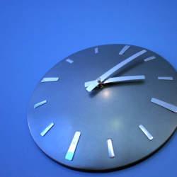 おしゃれな掛け時計が部屋を明るく彩る。デザインの優れた掛け時計5選