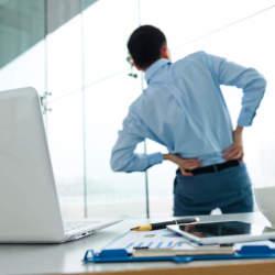 オフィスで3分、簡単肩こり解消ストレッチ。デスクワークで固まった身体を仕事の合間にリフレッシュ!