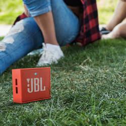「アウトドア×スピーカー」ならJBL(ジェービーエル)。JBLのスピーカーを買うならこの4つ