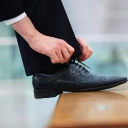 """ビジネス靴の中の湿度は驚きの""""99%""""! 臭い対策の救世主はジメジメもとれるあのアイテム"""
