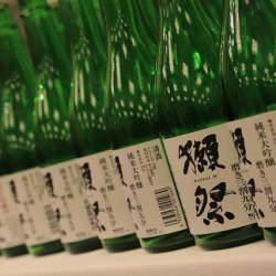 倒産寸前の酒蔵を救った日本酒「獺祭」 旭酒造のブランド戦略と常識をくつがえした働き方