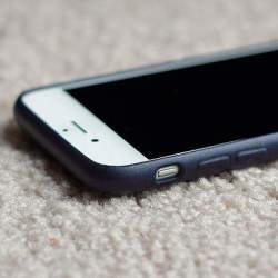 たかがケース、されどケース。iPhone用レザーケースで大人の男を演出。