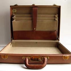 大人なブリーフケースは革が良い。大人のワガママを叶えるおすすめのブリーフケース