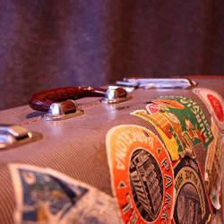 出張を快適に過ごすためのビジネス用スーツケース。ビジネスでも機能性・デザイン性を妥協しないために
