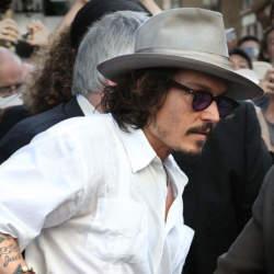 """3つのファッションスナップから見る、ジョニー・デップ流お洒落の哲学。""""お洒落""""は自分自身である"""