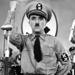 鬼上司なんて笑い飛ばせ! 弱き民衆の味方、ヒトラーと闘った喜劇王・チャップリンの名言に学ぶ