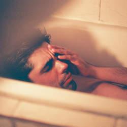 飲み会前から後まで、二日酔い解消術を徹底解説! 乳製品、チェイサー、寝る前の水で万全を期すべし。