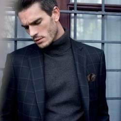 大人の男こそ着こなしたい。秋冬トレンドアイテム、タートルネックの5色のカラー別コーディネート