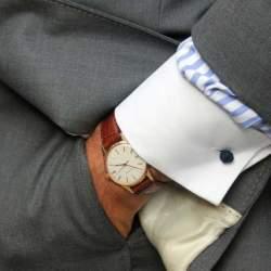 スーツでビシッとキメても油断は禁物。腕時計とスーツの「大人」な合わせ方。