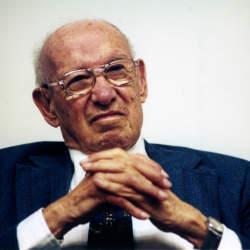 """現代経営学の創始者、ピーター・ドラッカーの名言11選:""""業績を上げる最大のカギは責任感だ"""""""