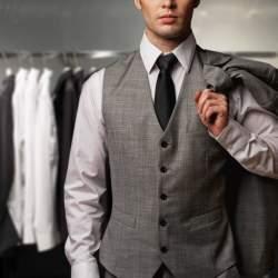 「スーツの選び方・着こなし法 第七ヶ条」を制定!:男のスーツは肩で着ろ。
