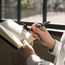 手帳の「書き方」「使い方」でビジネススキルが分かる? 5分で身につけられる手帳活用術