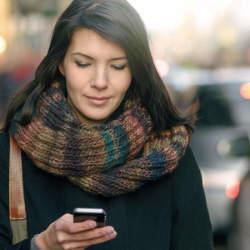 「スマホの使いすぎで顔が老ける」現代の恐怖 フェイストレーナーが語る、肩こり・老け顔対策法