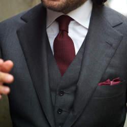 スーツにもネクタイでトレンドを:注目カラー「マルサラカラー」が今季のトレンドをかっさらう!