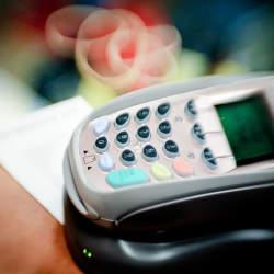 「公共料金をクレジットカードで支払う」のはお得なの? メリットとデメリットを紹介