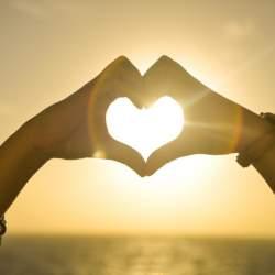 キザな言葉も英語にすれば…… 恋愛にまつわる英語の名言集