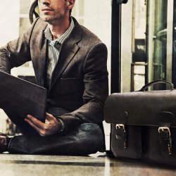"""ビジネスマンにおすすめの""""魅せる""""PCバッグ6選:機能的なPCバッグだからこそ、ビジュアルで選ぶ"""