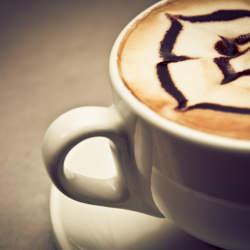 お家で簡単! カフェモカの作り方。カフェラテよりもワンランク上の大人の味を楽しもう。