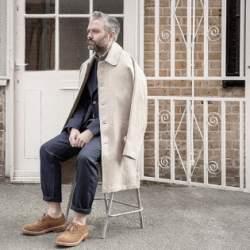 """ステンカラーコートでシンプルおしゃれなメンズ着こなしを。""""おしゃれの究極はシンプルにあり!"""""""