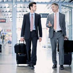 出張を快適に過ごすための「スーツのたたみ方」:シワをつけない持ち方と収納方法を総復習!