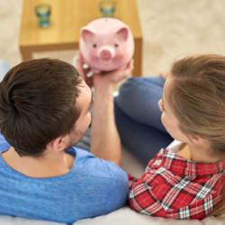 気になる「共働き夫婦」の収入や貯金額の平均とは? 共働き夫婦の世帯収入は700万超