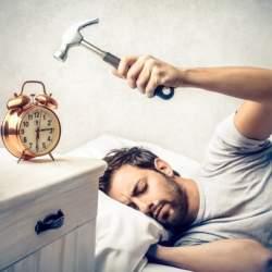 面白すぎて起きずにはいられない? 7つのおすすめ目覚まし時計がもたらすユニークな起床を体感せよ!