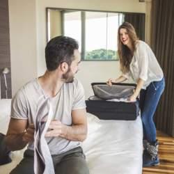 """スーツケースの中身を美しく見せる「荷物の詰め方」:""""たった5つの工夫""""で劇的に変わる旅行前の準備"""