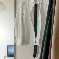 """夏に着たいメンズの""""おすすめ白シャツ""""選び:定番だからこそ、細かい使い分けが男を""""分ける"""""""