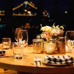 """ダイニングテーブルは""""洗練されたおしゃれな部屋""""への第一歩! 4つのメーカーが生み出す独自の空間"""