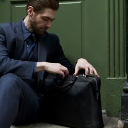 おしゃれなビジネスマンに見られる、おすすめなPCバッグ! スマートに、スタイリッシュに。
