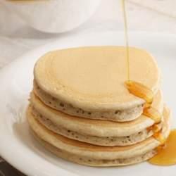 """元寿司屋・村岡浩司が生み出した大人気「九州パンケーキ」に迫る。使うだけで繁盛する""""魔法の粉""""とは"""
