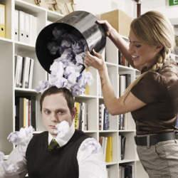 """""""職場いじめ""""の撃退法5つ:『職場いじめ―あなたの上司はなぜキレる』"""