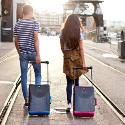 """海外出張のパートナーにしたい5つのおすすめ""""スーツケース""""ブランド:デザインも、機能性も。"""