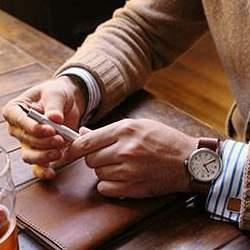 """気品漂うおすすめな5つの「革手帳」:""""革を育てる""""という贅沢な趣向をビジネスシーンで楽しめ。"""