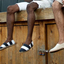 """大人メンズならこの""""夏靴""""で爽やかに飾るべし。今夏にコーディネートしたい5つの夏靴"""