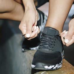 おしゃれに差がつくスニーカーの靴紐の通し方とは?
