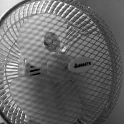 暑い夏を乗り切れ! 扇風機で冷風を出す方法とは?