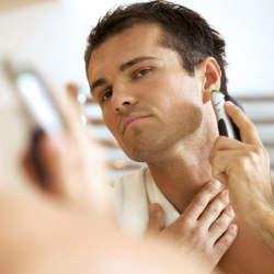 起き抜けの髭剃りはNG! あなたの肌を守る、電動シェーバーの正しい使い方