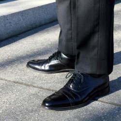 ビジネススーツのマナー! スーツと靴の色の合わせ方を知ろう!