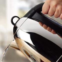 あまり掃除するイメージのない電気ケトルを劇的に洗浄! 電気ケトルの水垢掃除方法