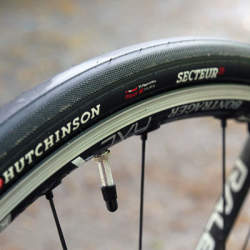 ロードバイクのタイヤサイズ規格! サイズ確認の注意点は?