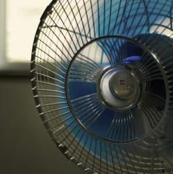 エアコンvs扇風機! 電気代はどれくらい違うの?