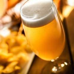 簡単に格段に美味しくなる、オトナの「缶ビールの飲み方」:今宵あなたは缶ビールに感動する。