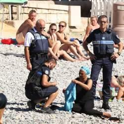 """ムスリム女性の「ブルキニ禁止」は反イスラムの表れ? """"自由の国""""フランスが抱える矛盾"""