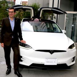 電気自動車のイメージを覆す、一回の充電で最高542km走行可能なテスラ「モデルX」が日本上陸