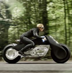"""BMWグループ""""次の100年構想"""":コンセプトバイクは自立&ヘルメット不要だった!!"""