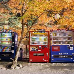 訪日外国人も虜に! 便利過ぎる日本の自動販売機:各社個性を強めるビジネス戦略まとめ