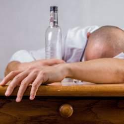 蒸留酒と醸造酒の違い説明できる? 忘年会シーズンに知っておくべき、二日酔いしにくいお酒を紹介!